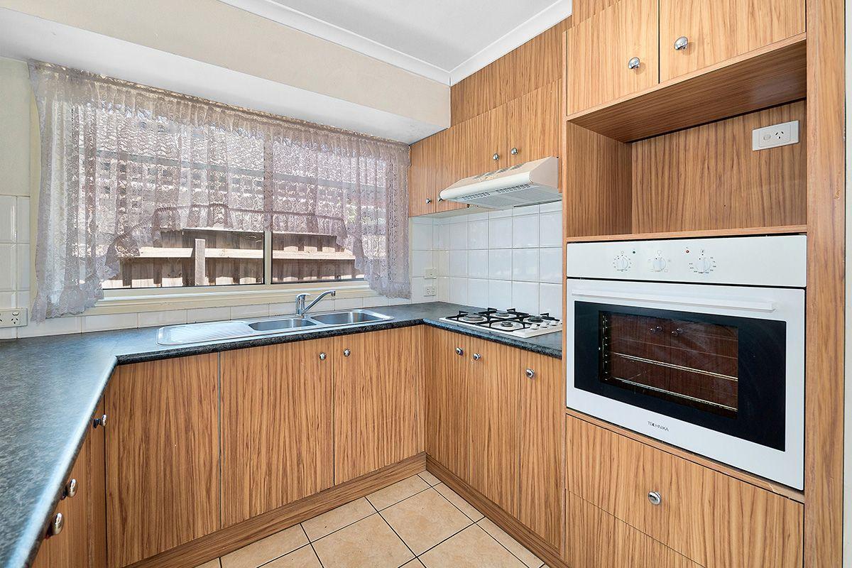 39 Glenaire Crescent, Cranbourne West VIC 3977, Image 2