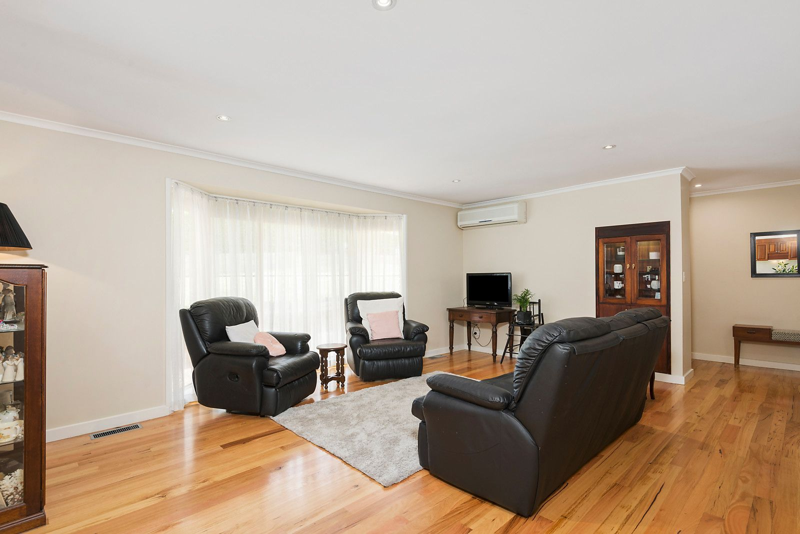 49 Little John Road, Warranwood VIC 3134, Image 2