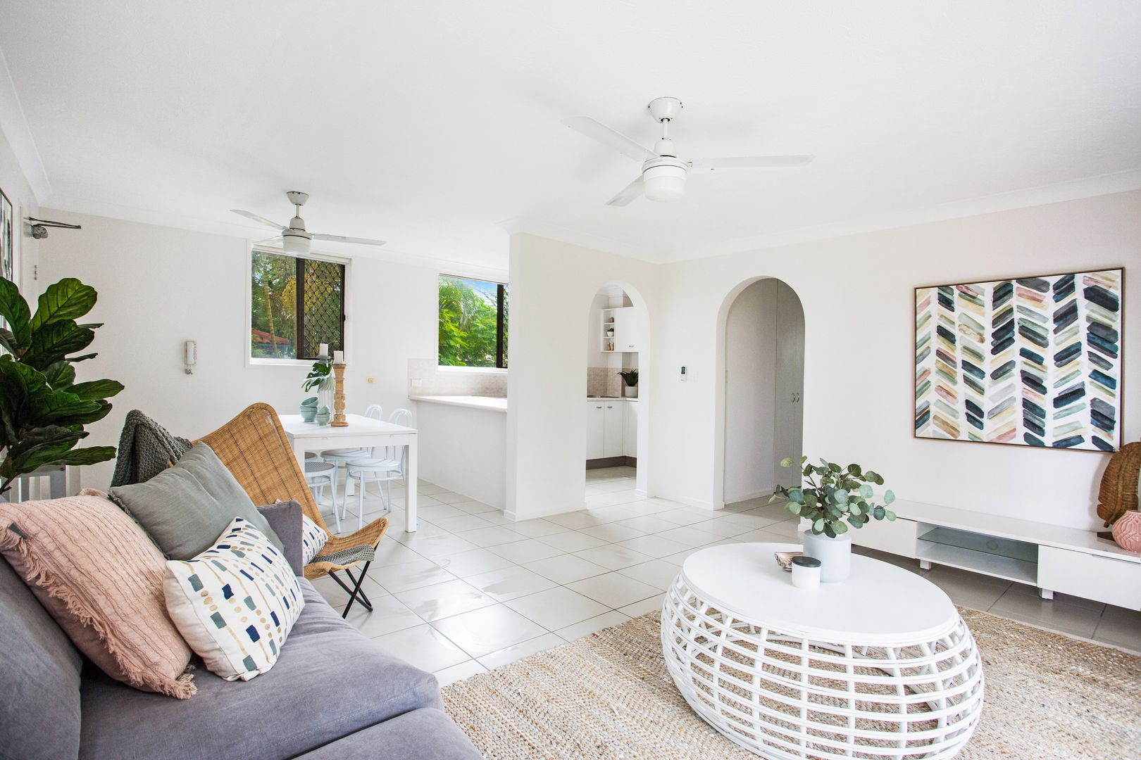 1/20A 'Penthouse Manor' Old Burleigh Road, Surfers Paradise QLD 4217, Image 2