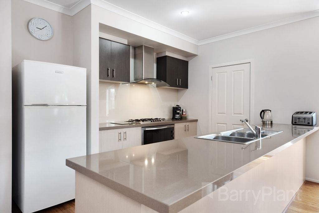 18 Bevan Court, Point Cook VIC 3030, Image 2