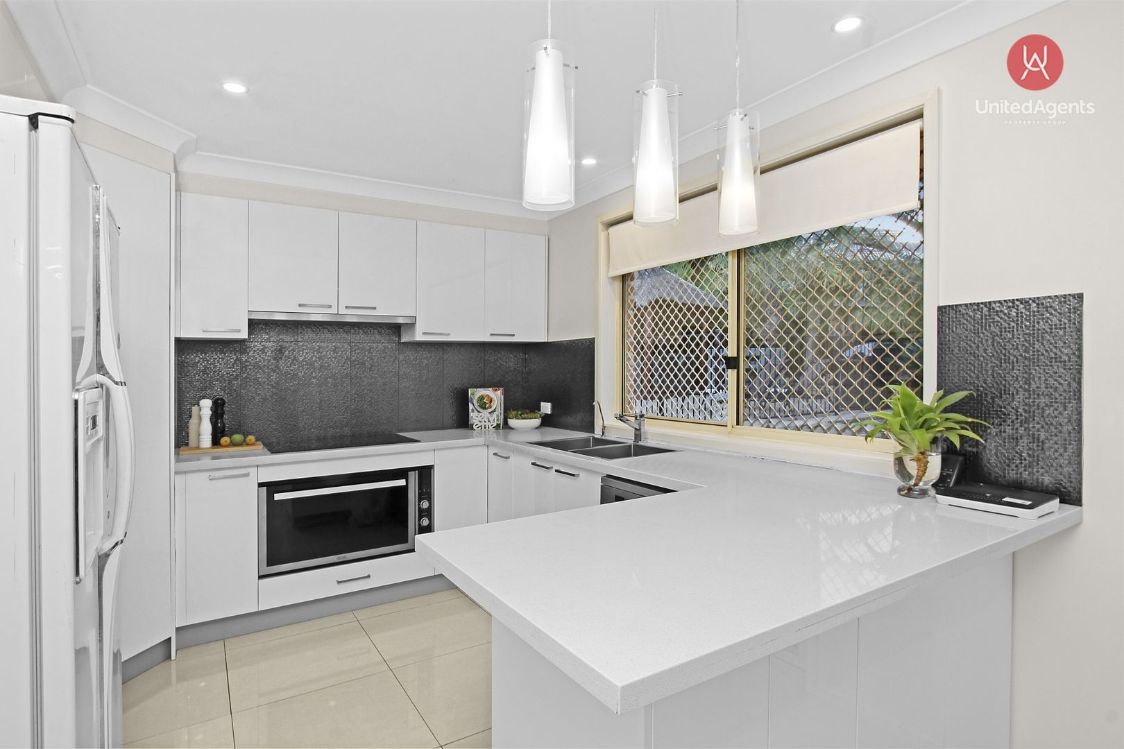 10 Kinchega Place, Bow Bowing NSW 2566, Image 1