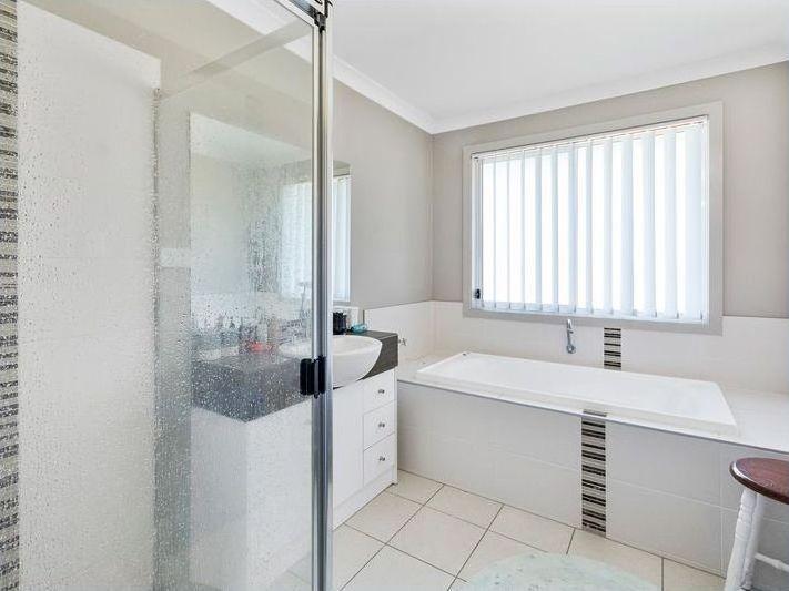 2/4 Lamington Drive, Redbank Plains QLD 4301, Image 2