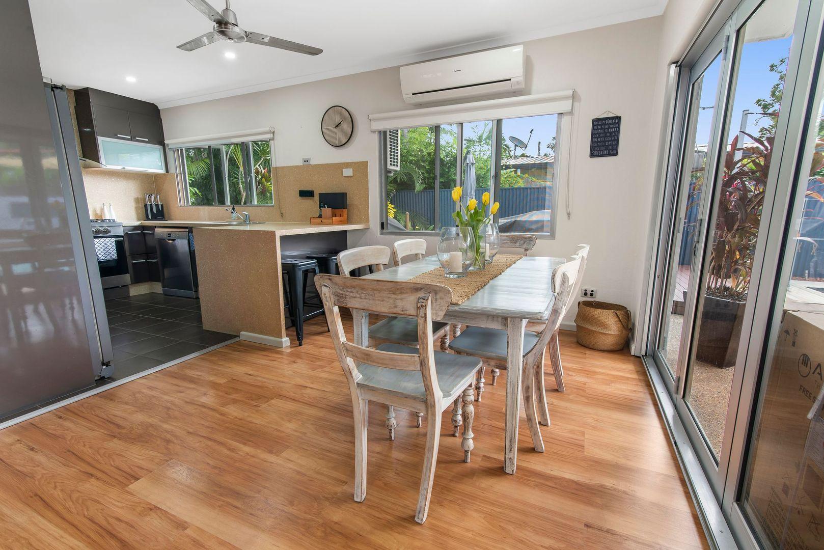 27 Tamarind Street, Holloways Beach QLD 4878, Image 2