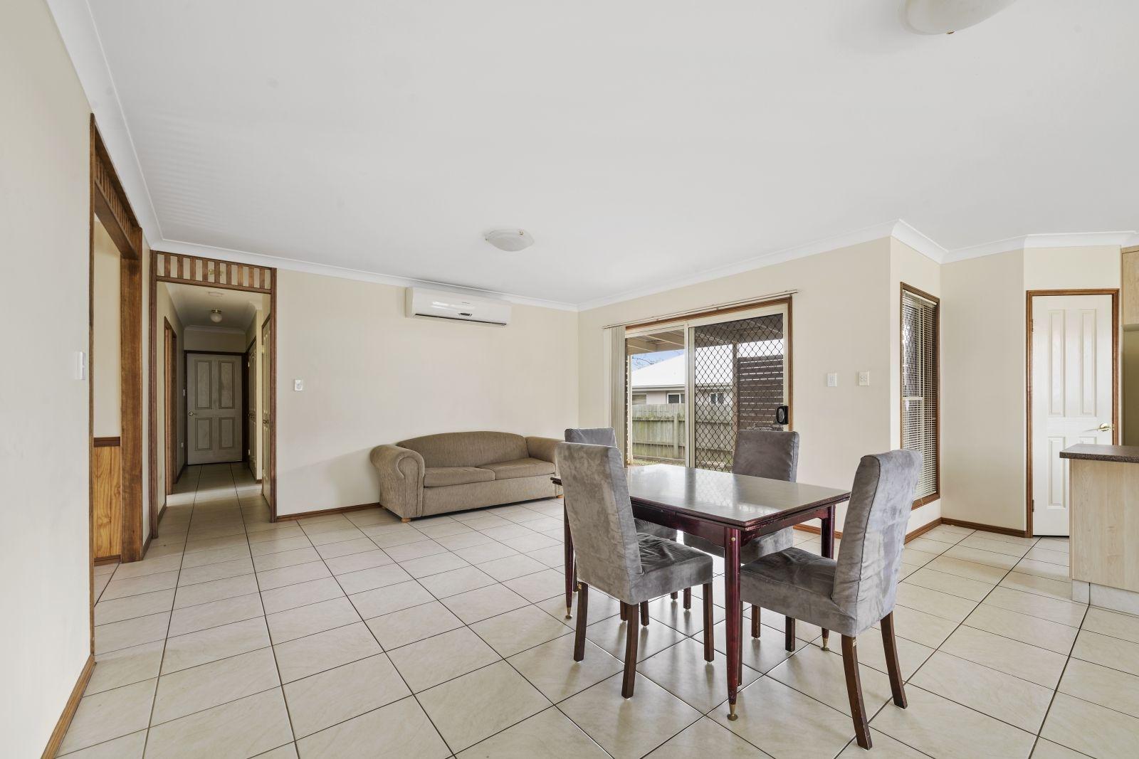 37 Hinchliffe Drive, Kearneys Spring QLD 4350, Image 2