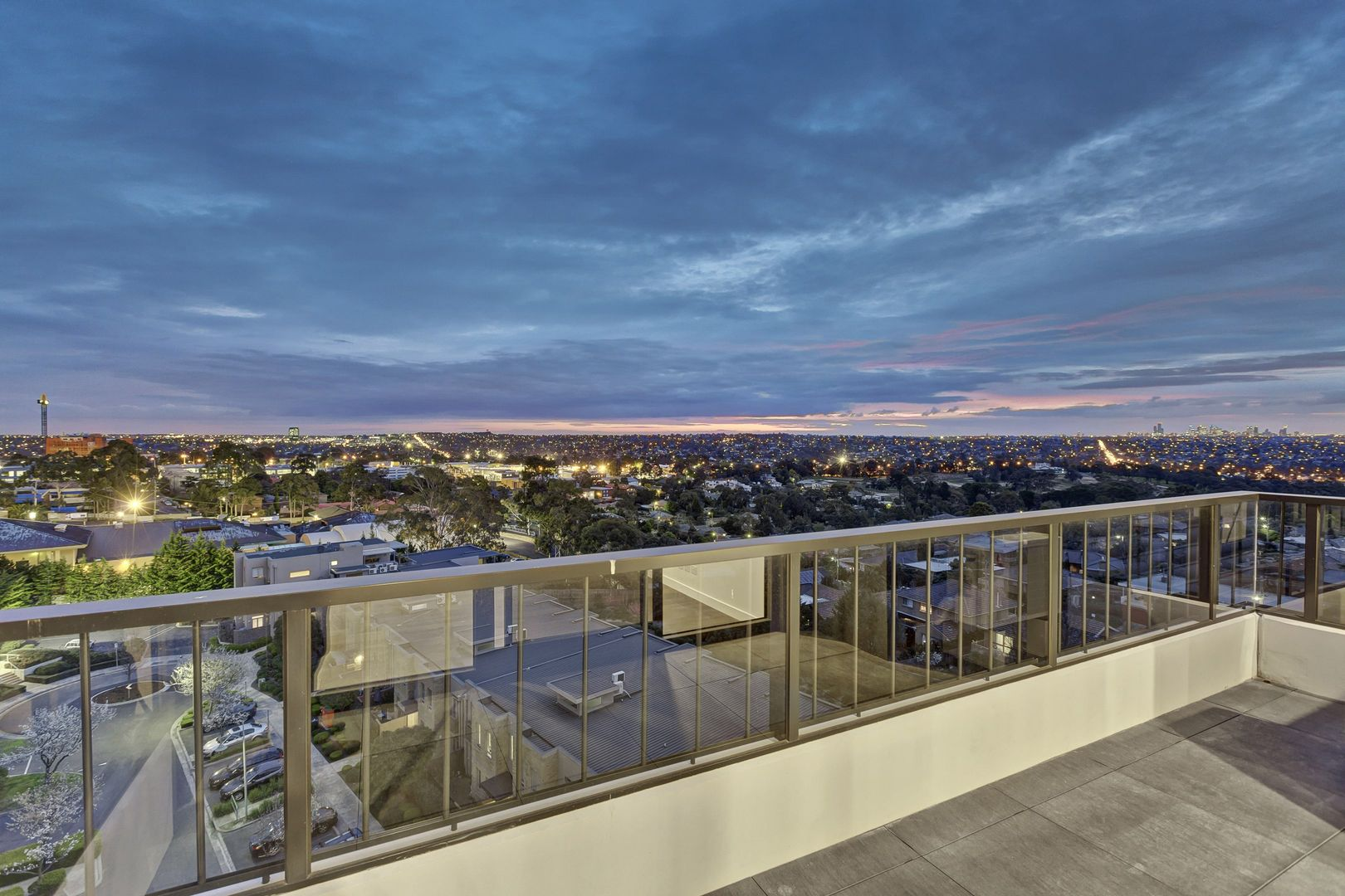 607/5 Sovereign Point Court, Doncaster VIC 3108