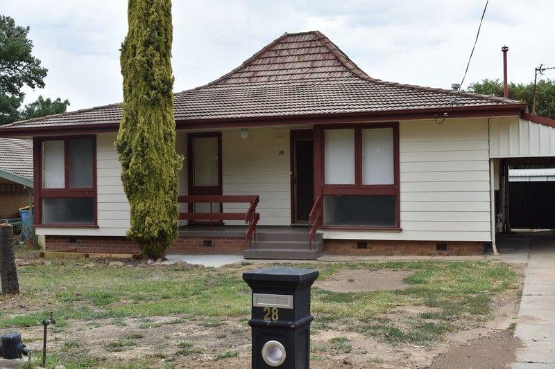 28 Menzies Avenue, Kooringal NSW 2650, Image 0
