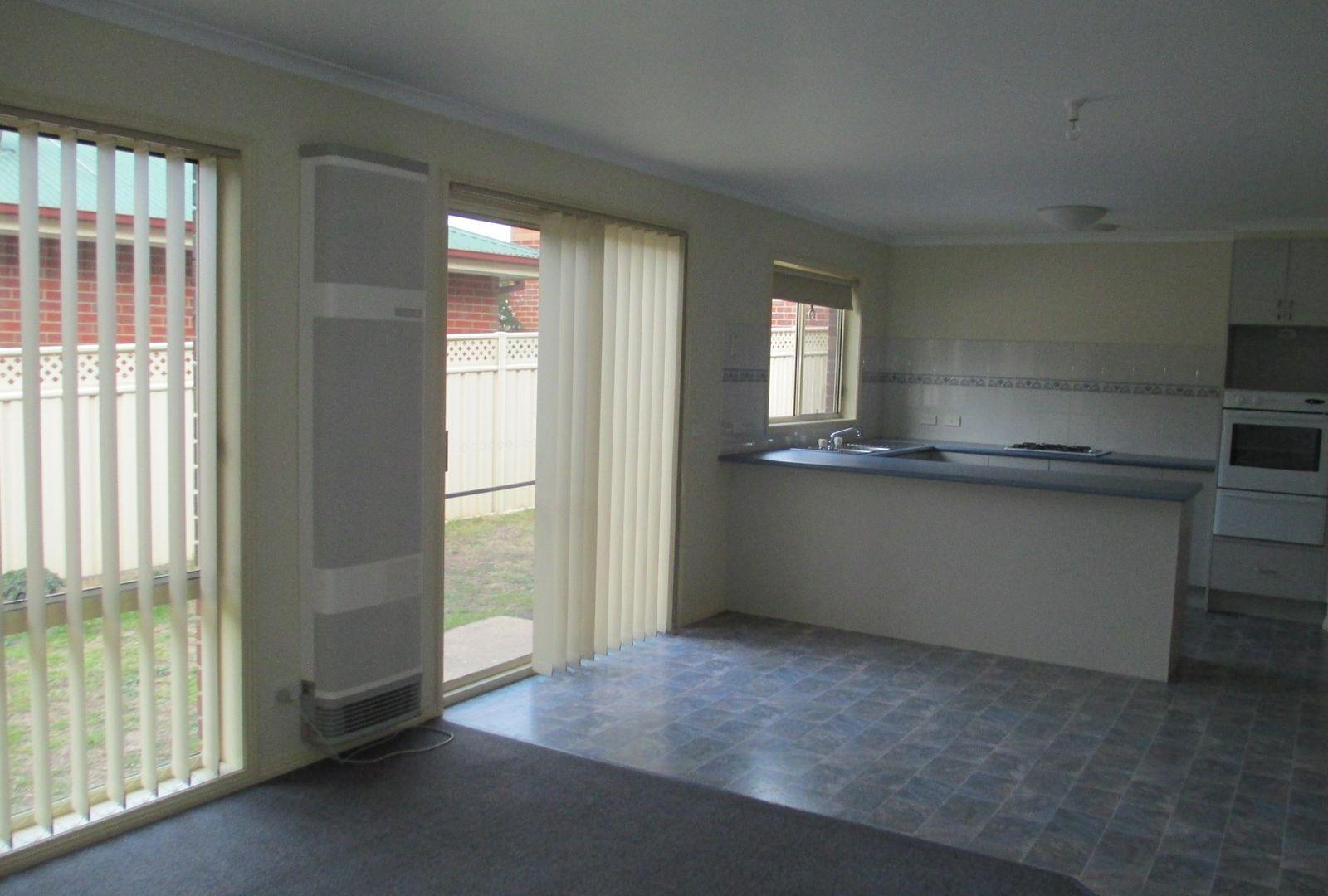 2/25 Ennor Place, Kangaroo Flat VIC 3555, Image 1