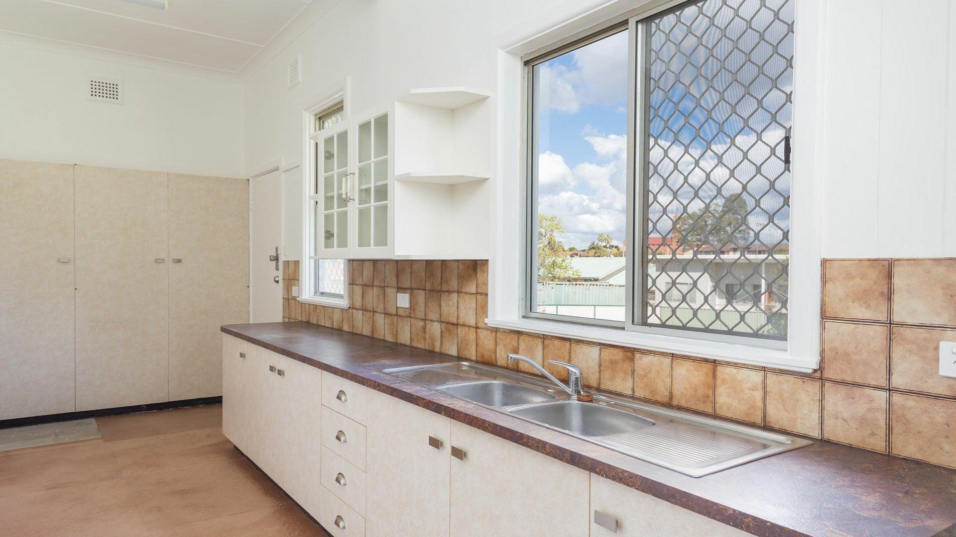 22 Commerce Street, Taree NSW 2430, Image 1