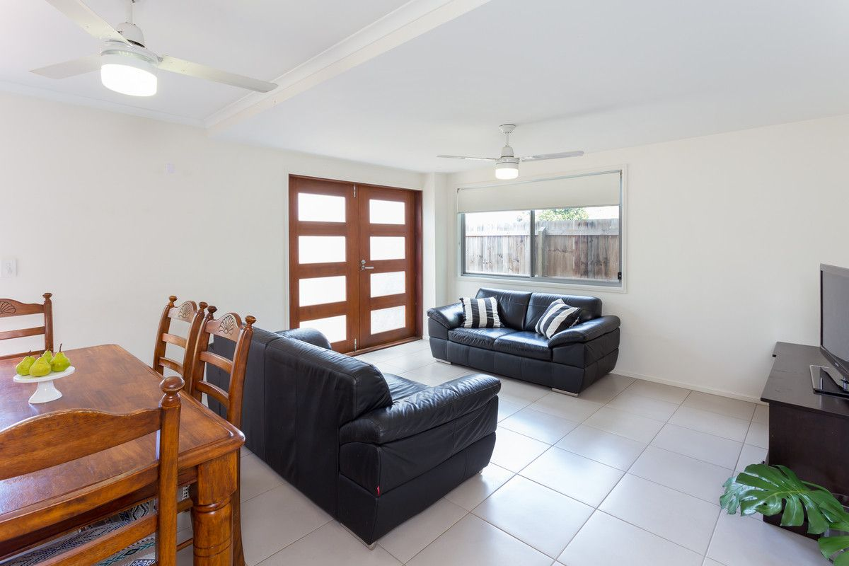 33b Crown Street, Holland Park West QLD 4121, Image 1