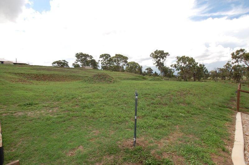 24 Phipps Drive, Meringandan West QLD 4352, Image 2