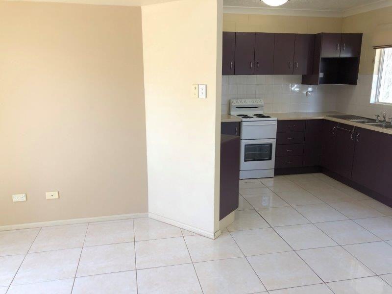 4/27 Rose Street, North Ward QLD 4810, Image 2