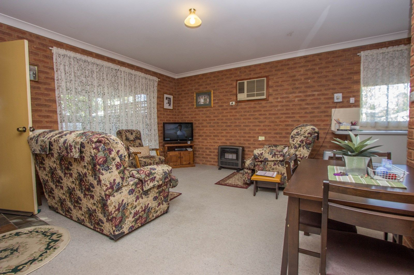 2/6 Crown  Street, Narrandera NSW 2700, Image 1