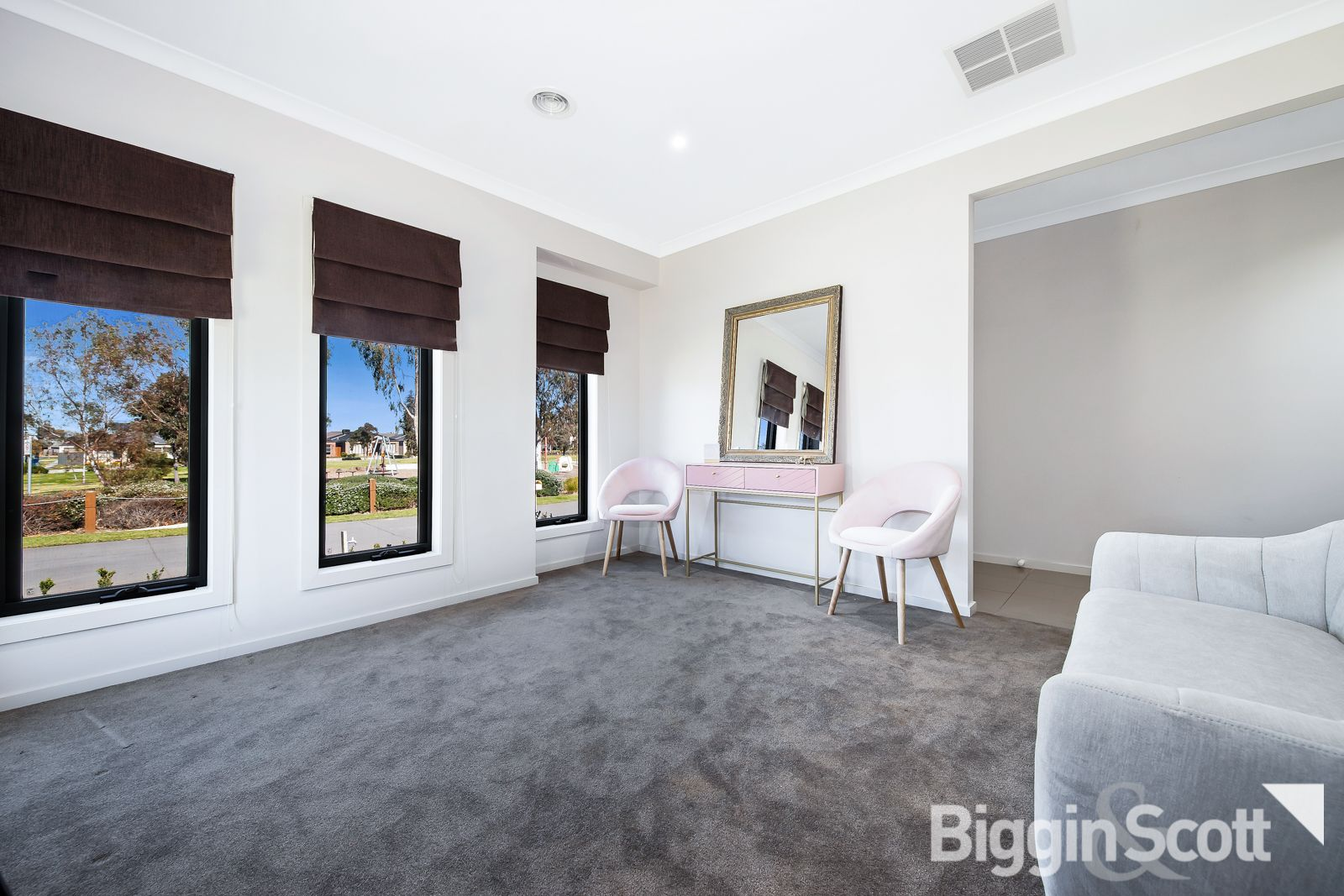 8 Blackberry Alley, Cranbourne North VIC 3977, Image 2