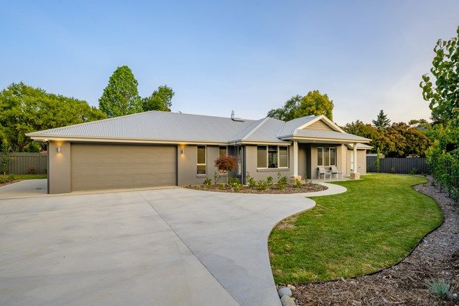 Picture of 10 Mountain Mist Drive, BRIGHT VIC 3741