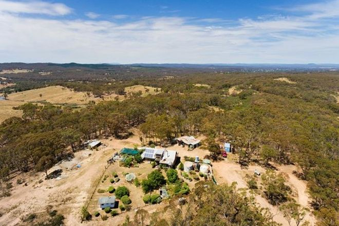 Picture of 44 Hillview Road, BARKERS CREEK VIC 3451