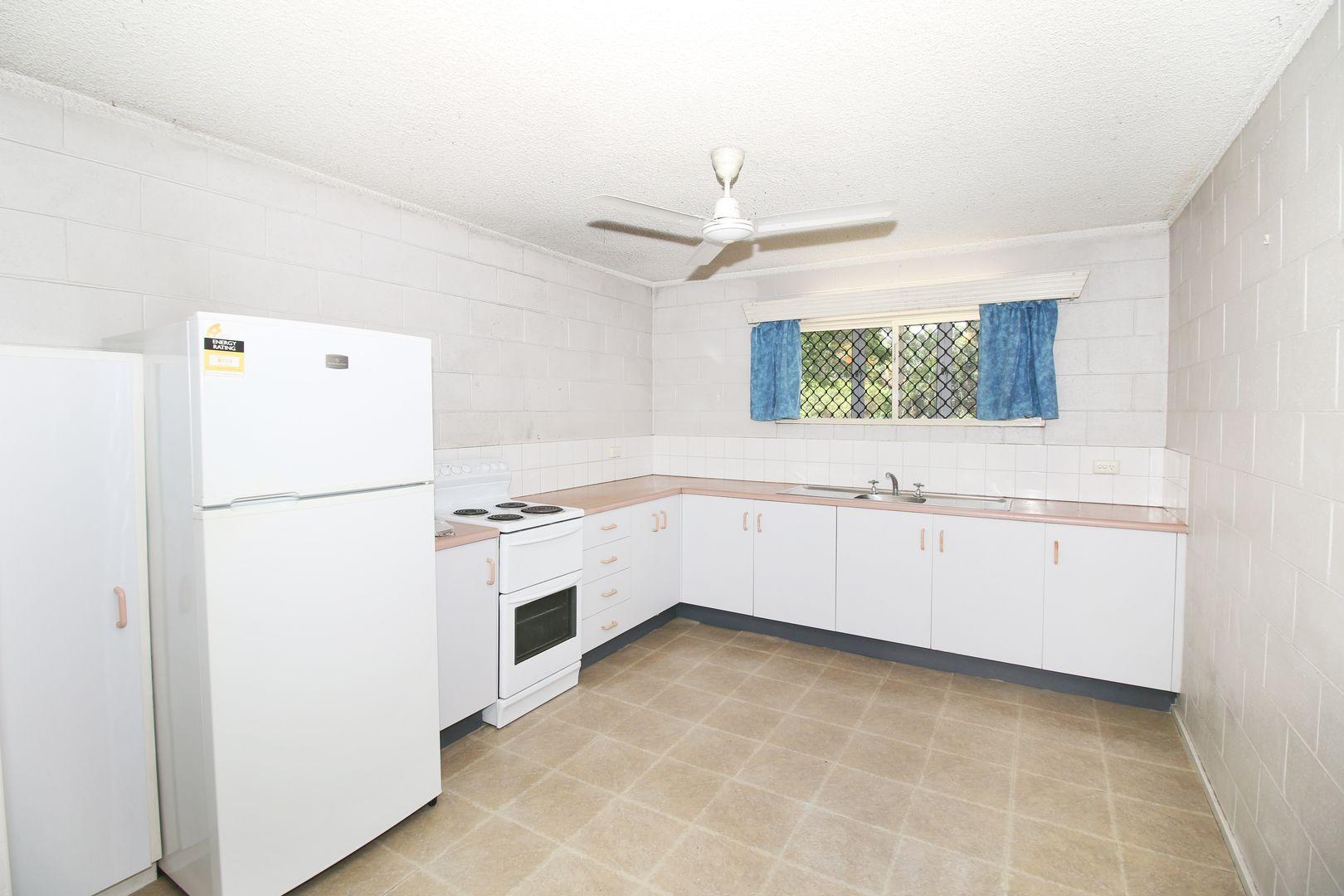 2/6 Albert Street, Cranbrook QLD 4814, Image 1