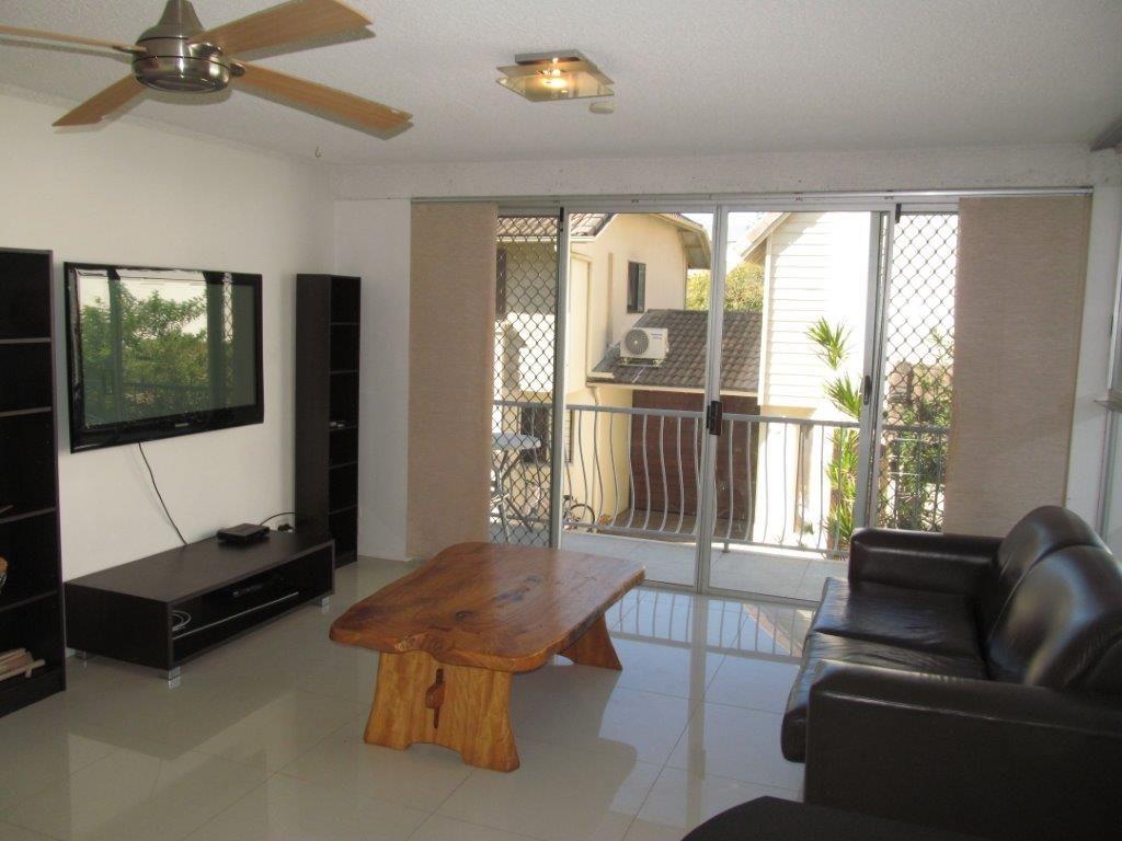 1/16 Riviera Rd, Miami QLD 4220, Image 2