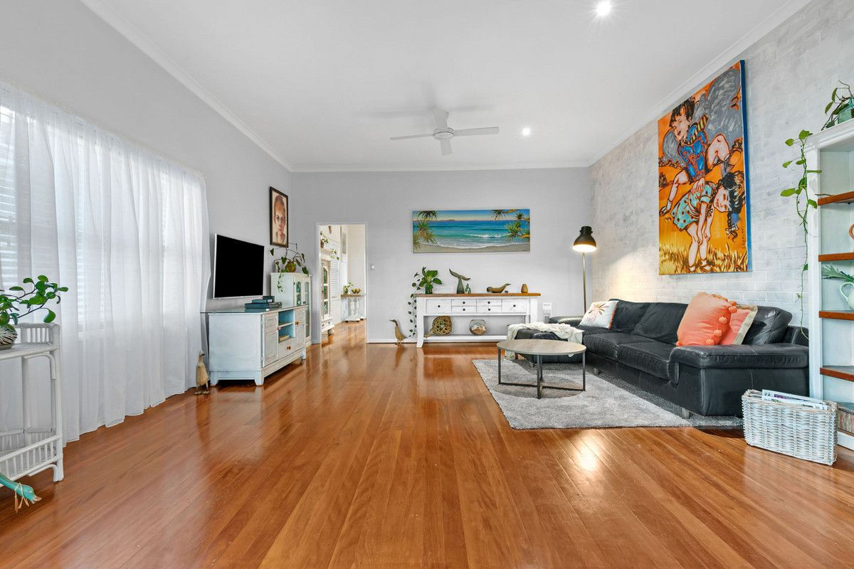 121 Burn Street, Camp Hill QLD 4152, Image 2