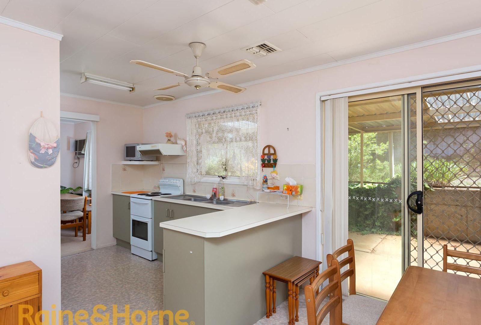 3 Indi Place, Kooringal NSW 2650, Image 2