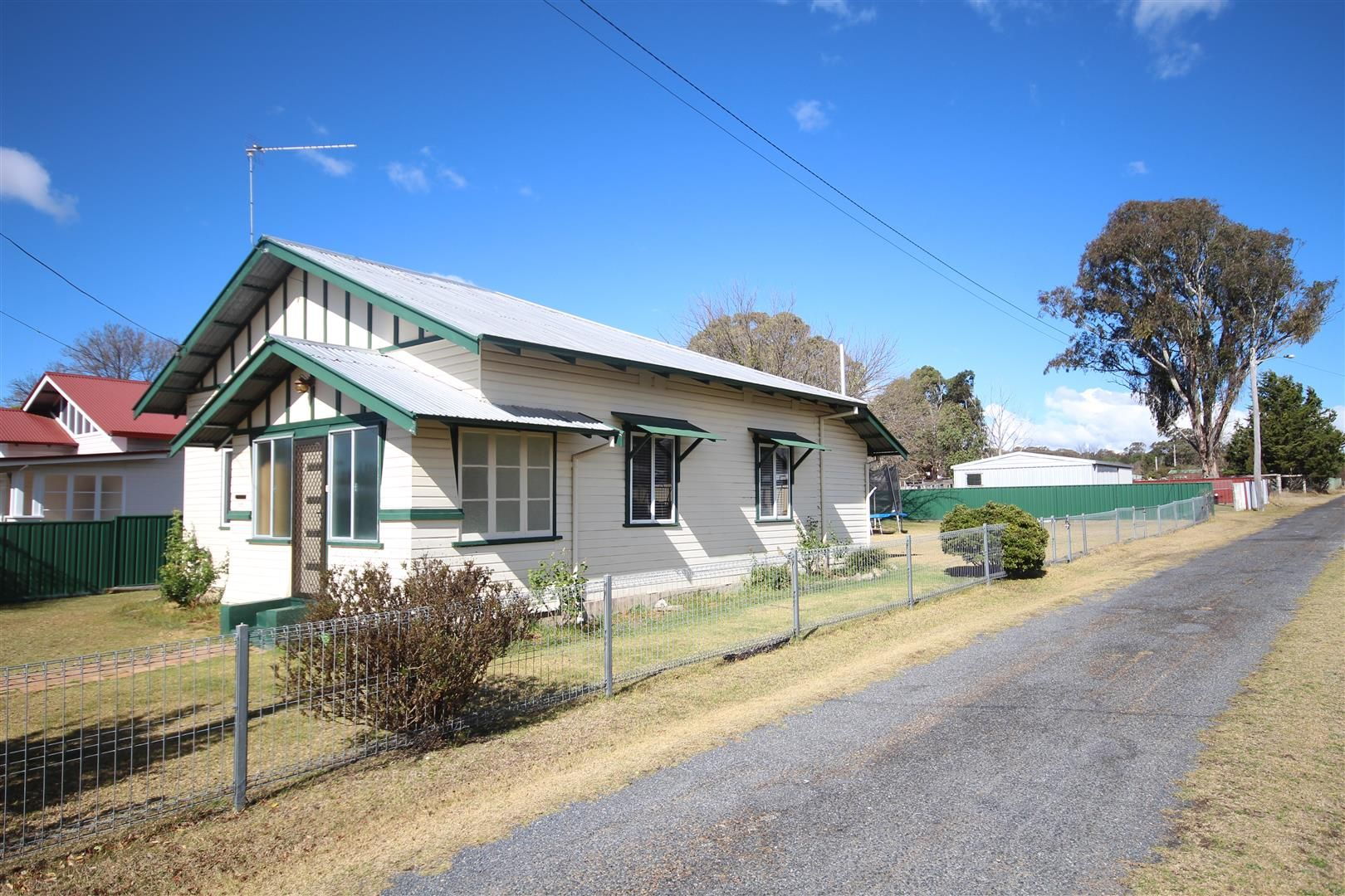 177 Manners Street, Tenterfield NSW 2372, Image 2