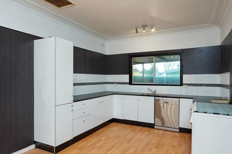 6 Montgomery Street, Ashmont NSW 2650, Image 2