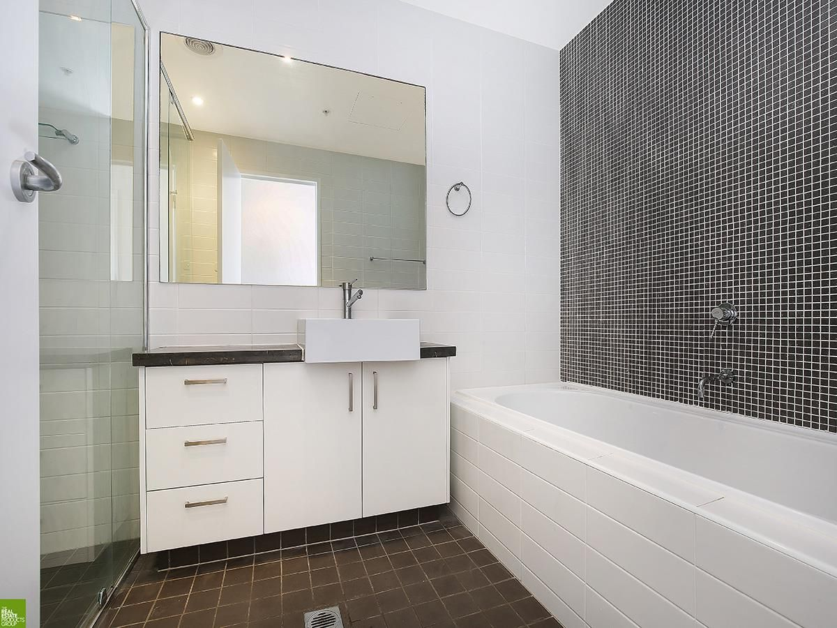 5/62 Harbour Street, Wollongong NSW 2500, Image 2