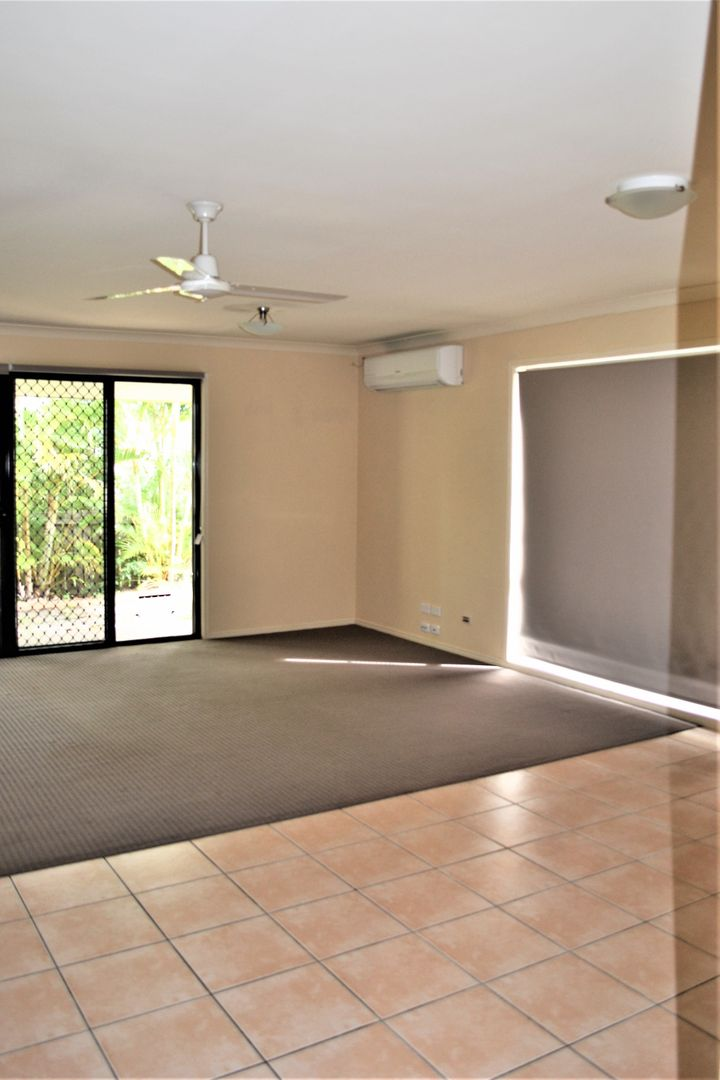 6/1 Santa Isobel Blvd, Pacific Pines QLD 4211, Image 2