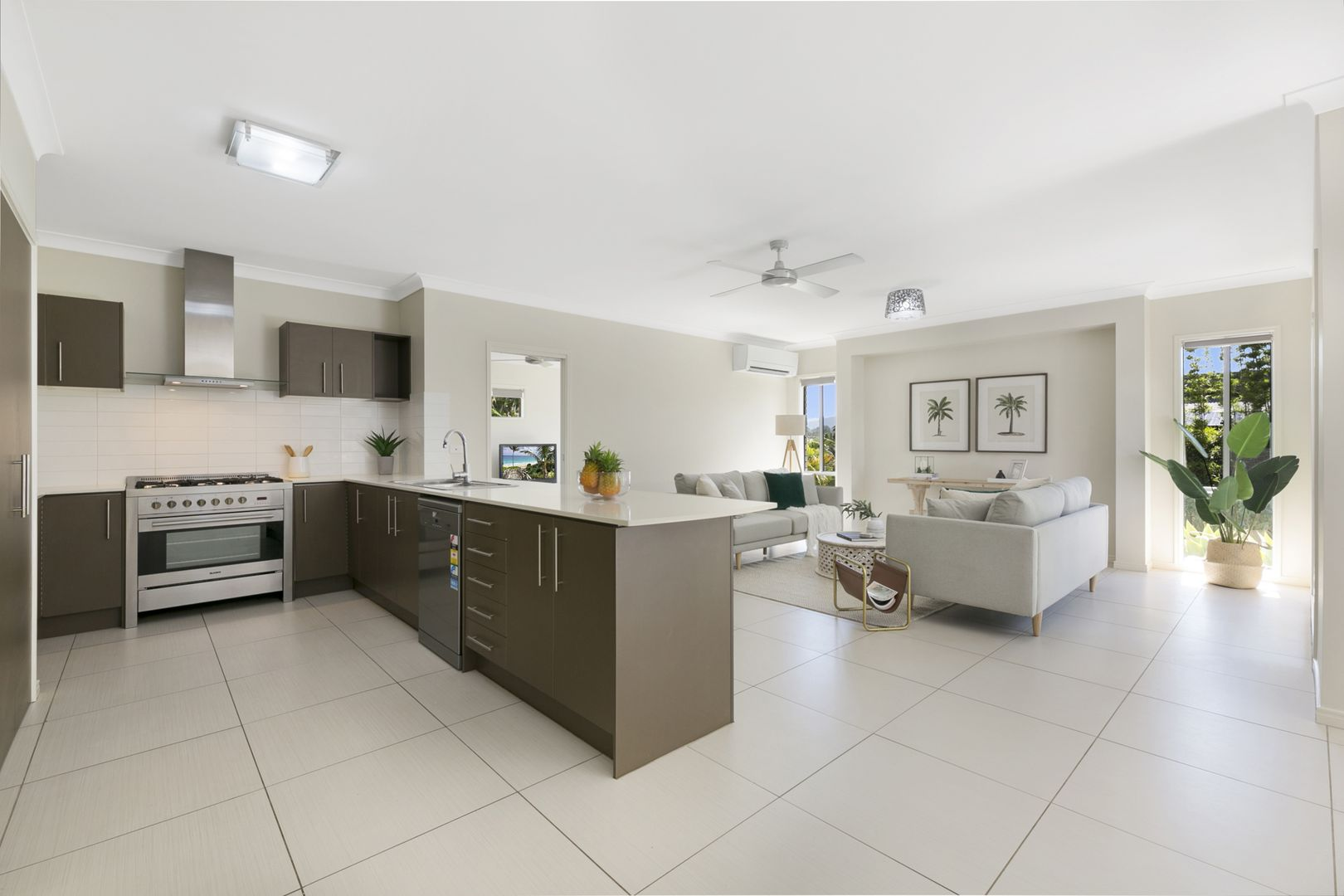 37 Emerson Drive, Bonogin QLD 4213, Image 2