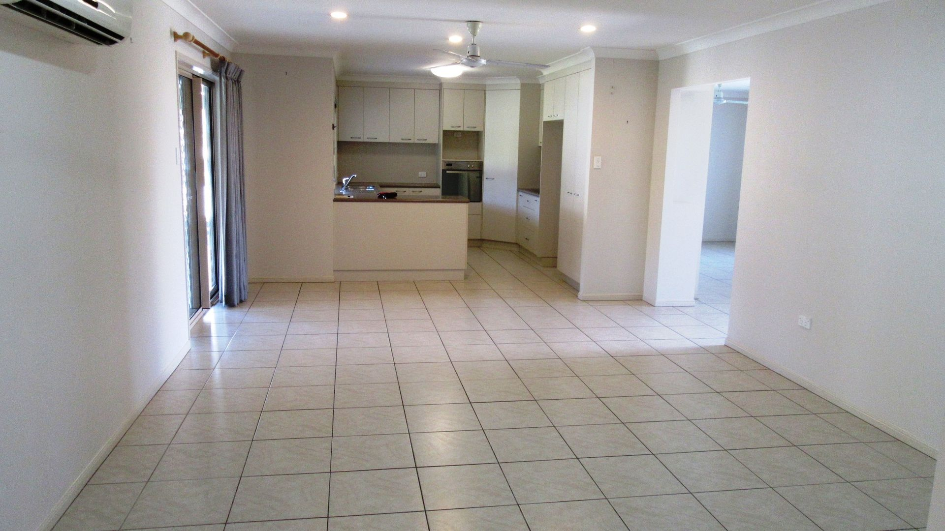 24 Woden Crescent, Ooralea QLD 4740, Image 2