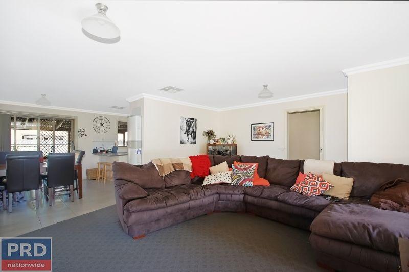 364 Wahroonga Road, Lavington NSW 2641, Image 2