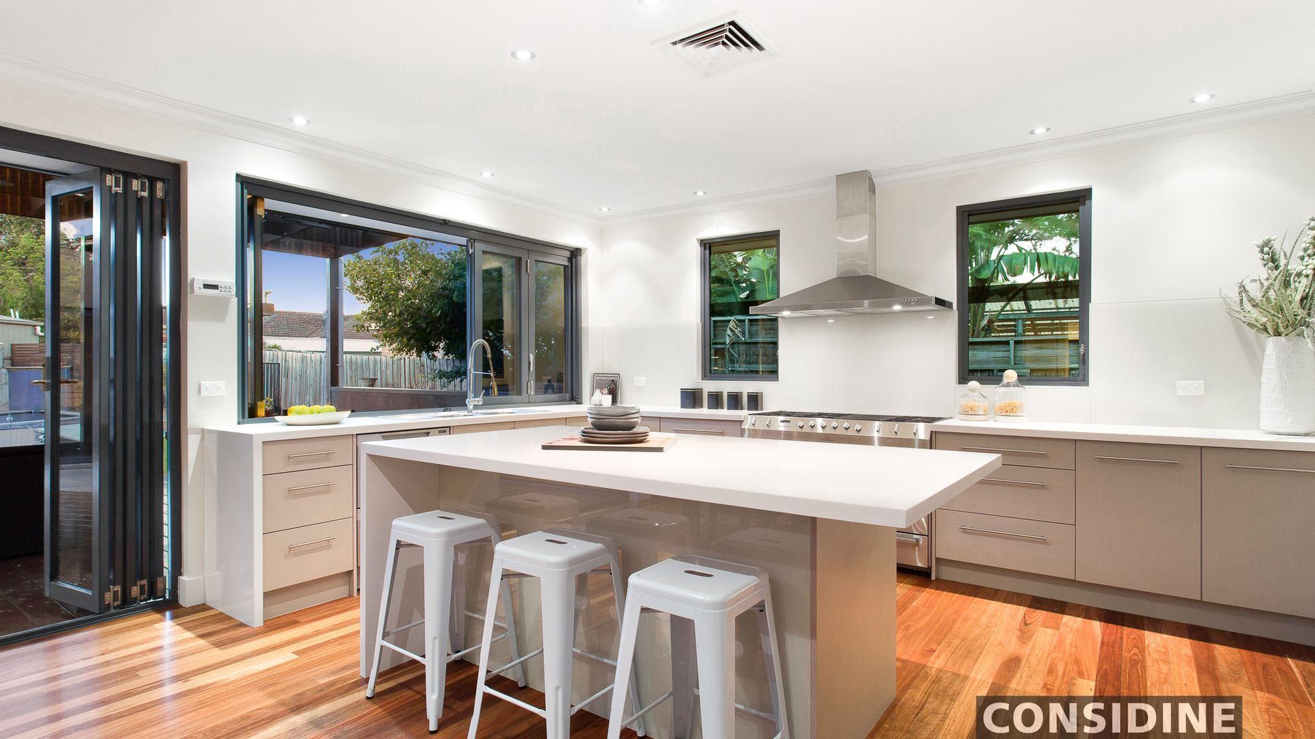 5 Douglas Court, Strathmore Heights VIC 3041, Image 1