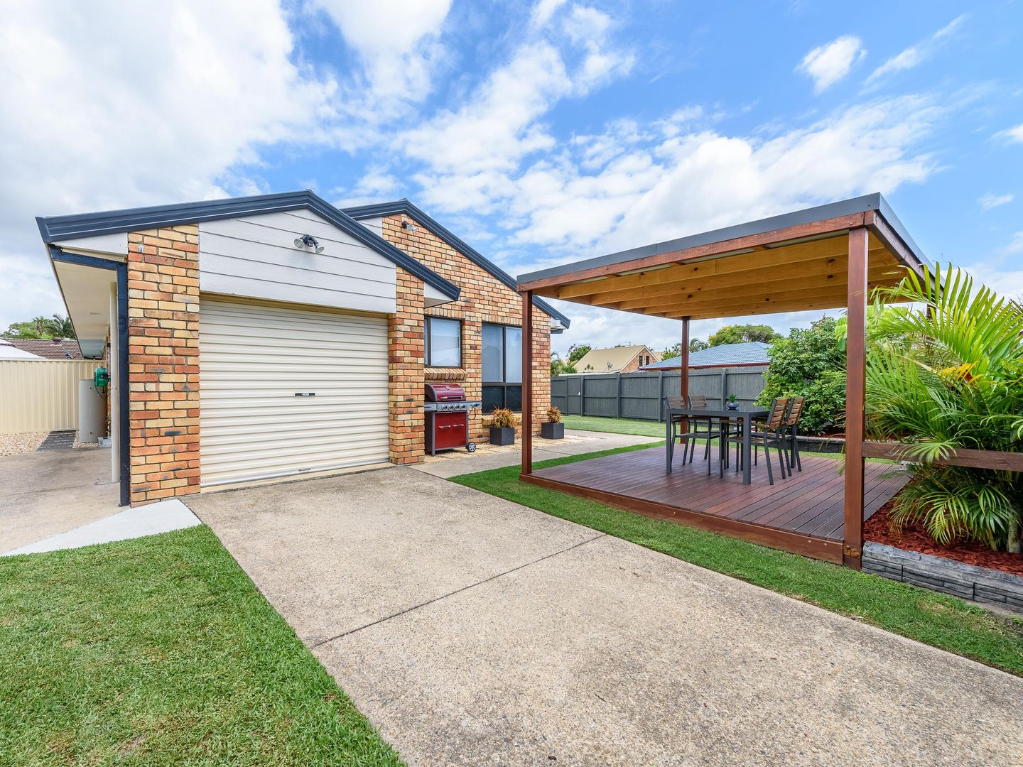 1/2 Warrie Close, Paradise Point QLD 4216, Image 0