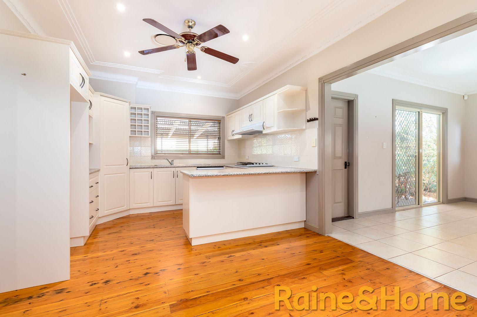 27 Sterling Street, Dubbo NSW 2830, Image 2