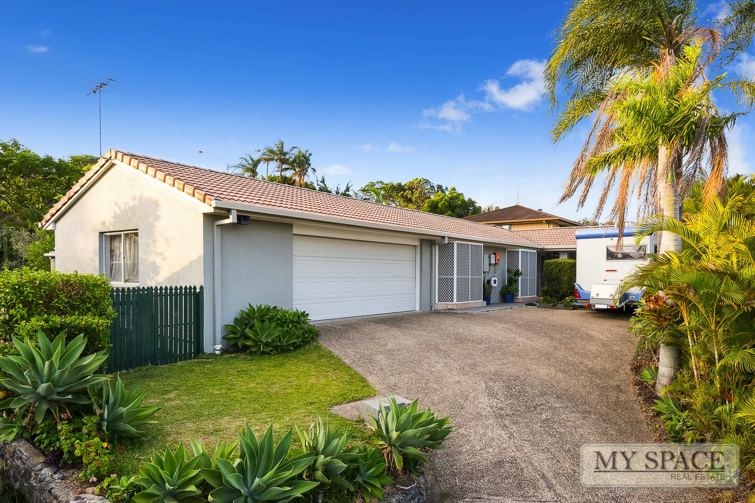 14 Helmsley Ct, Carindale QLD 4152, Image 0