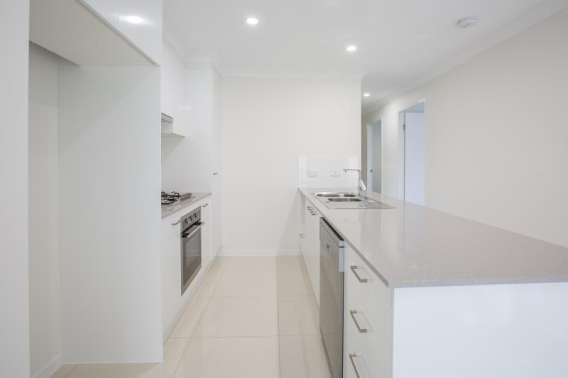 2/28 Lauenstein Crescent, Pimpama QLD 4209, Image 2