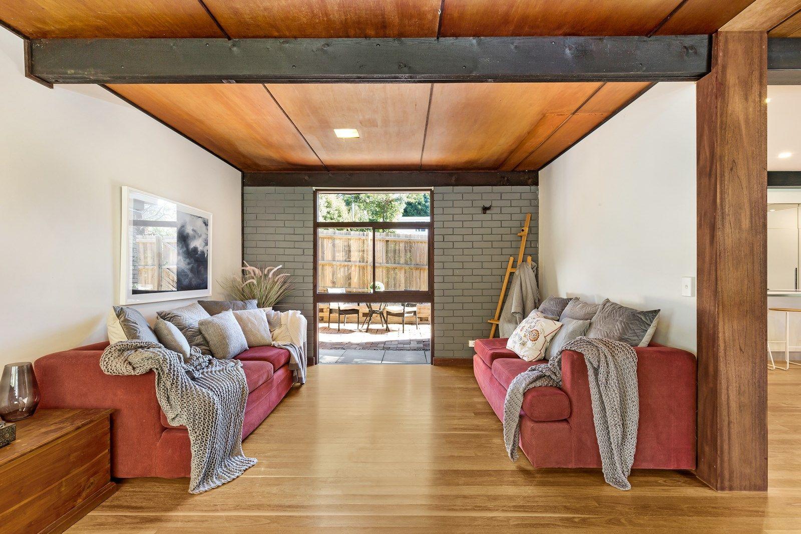 98 Elanora Road, Elanora Heights NSW 2101, Image 2