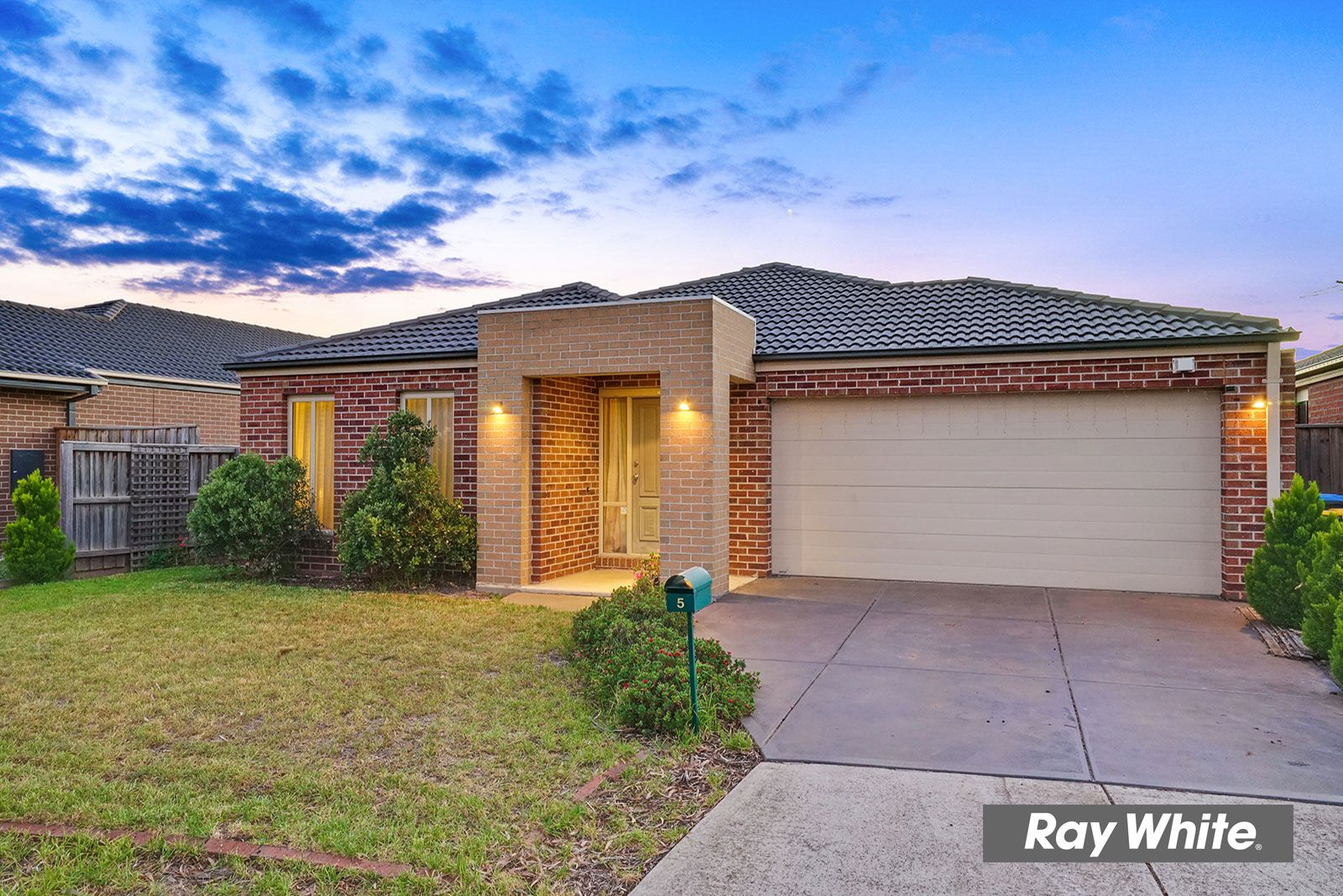 5 Sinclair Crescent, Tarneit VIC 3029, Image 2