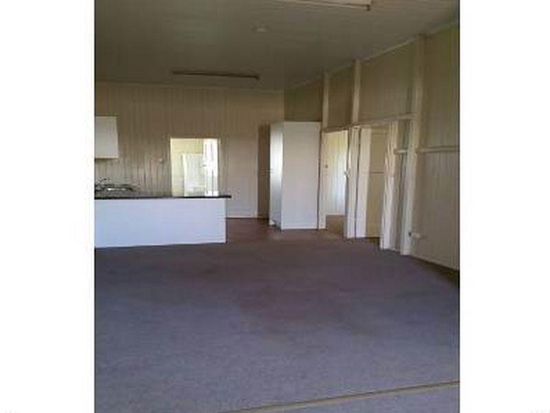 1/7 Box Street, Clermont QLD 4721, Image 2