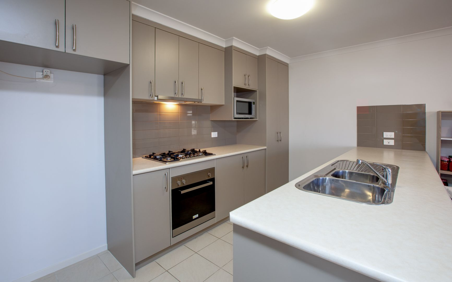 37 Inwood  Crescent, Wodonga VIC 3690, Image 2