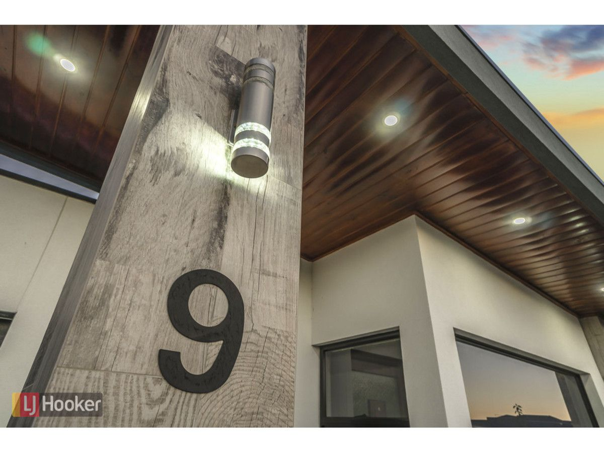 9 Recreation Street, Roxburgh Park VIC 3064, Image 2