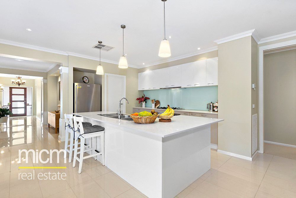 18 Cloudy Crescent, Point Cook VIC 3030, Image 2