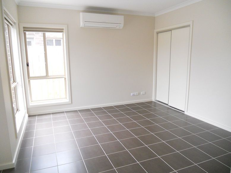1/49 Nicklaus Drive, Hoppers Crossing VIC 3029, Image 2