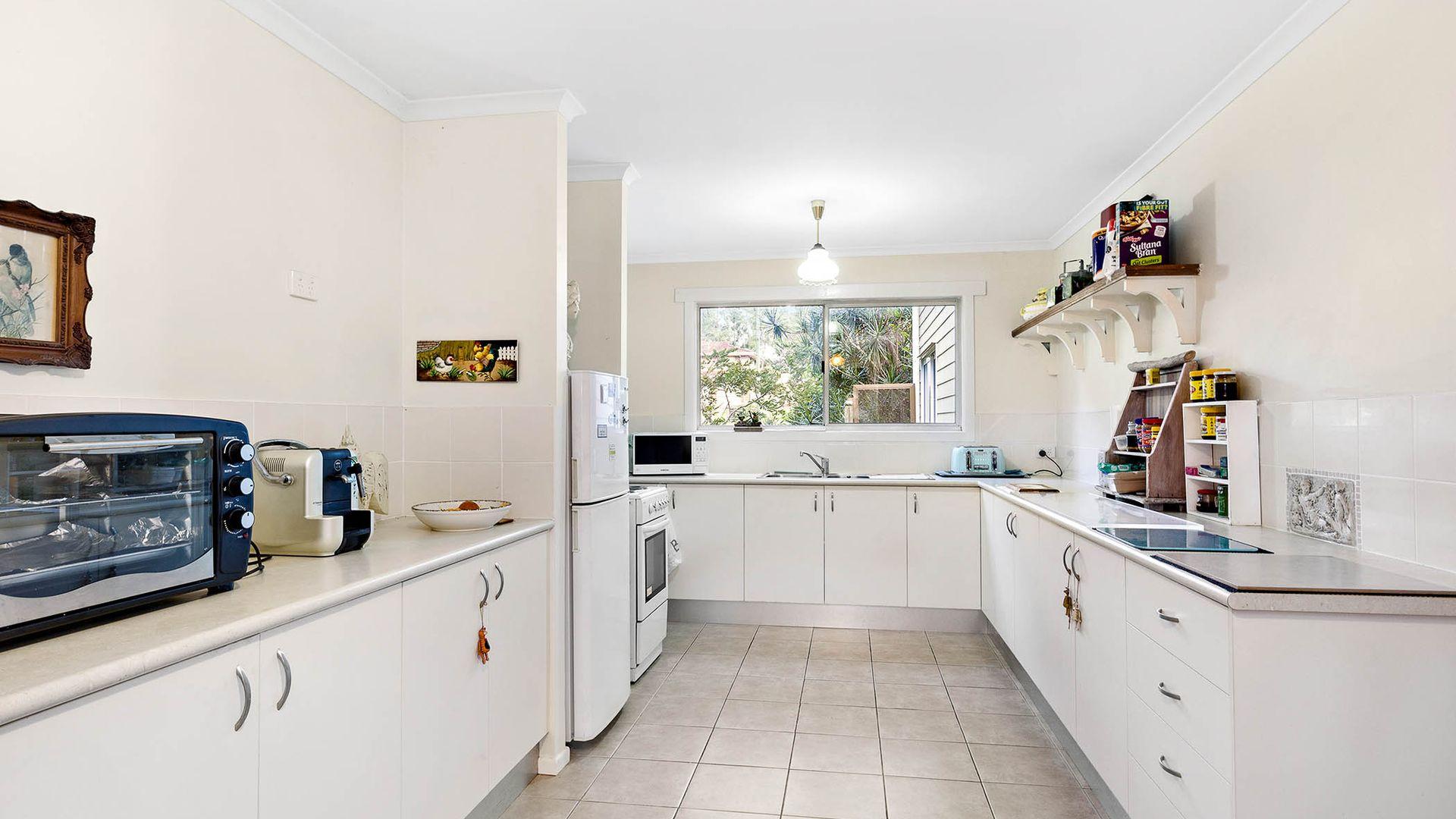 21 Huon Drive, Karalee QLD 4306, Image 2
