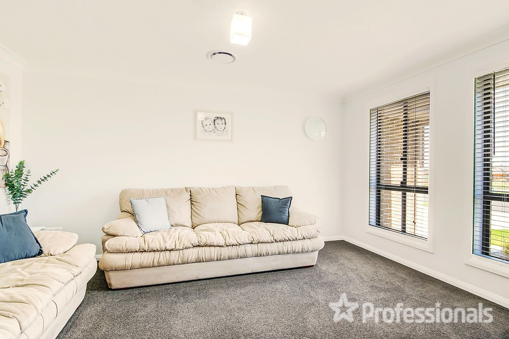 31 Lew Avenue, Eglinton NSW 2795, Image 2