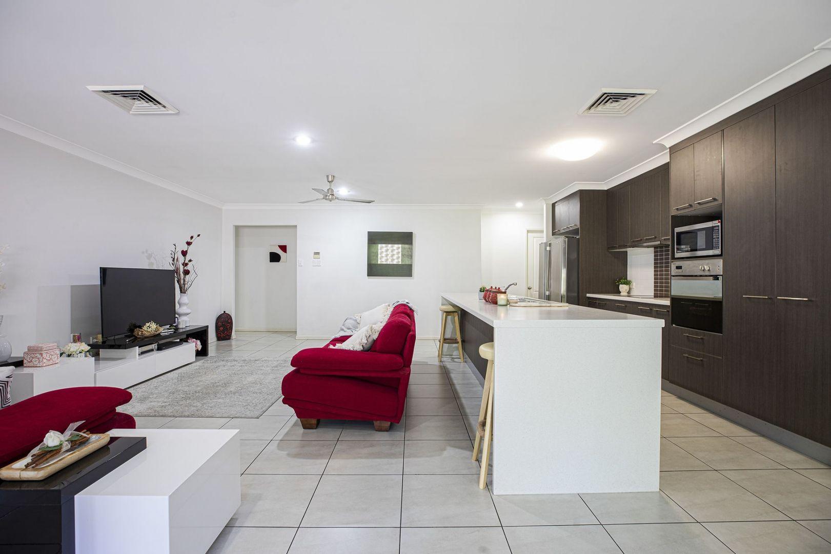 16 Woden Crescent, Ooralea QLD 4740, Image 2