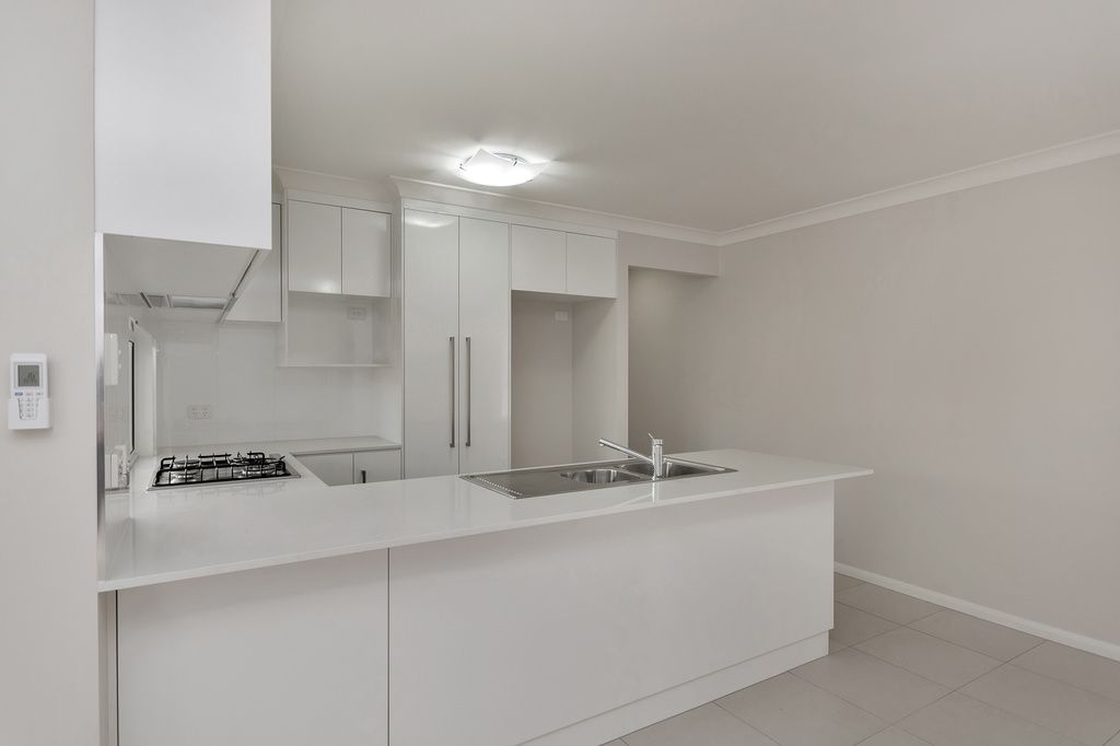 2/11 Furness Court, Kearneys Spring QLD 4350, Image 2