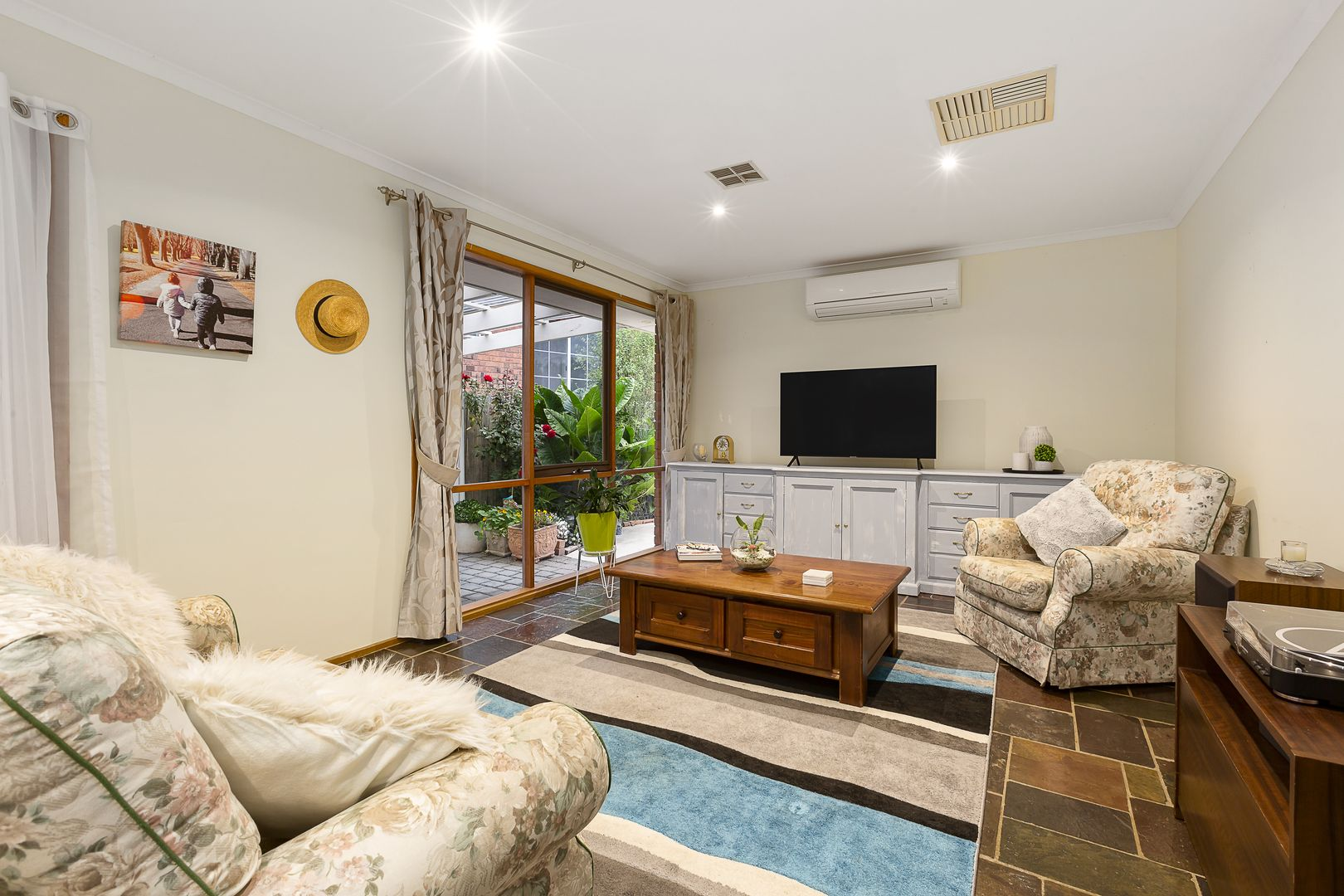 63 Prince Of Wales Avenue, Mill Park VIC 3082, Image 2