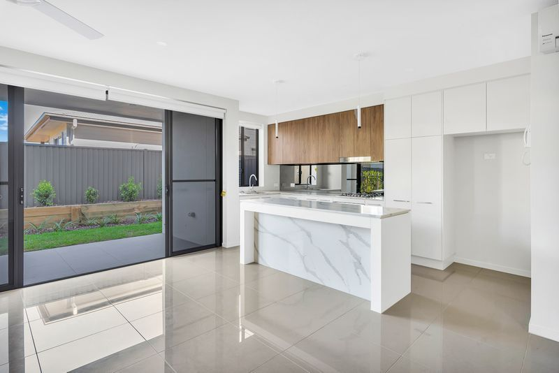 7/37 Sickle Avenue, Hope Island QLD 4212, Image 0