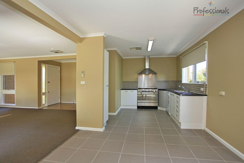 13 Fern Avenue, Wodonga VIC 3690, Image 2