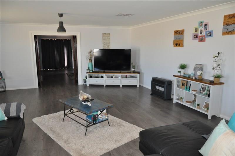 4 Alcheringa Street, Forbes NSW 2871, Image 2